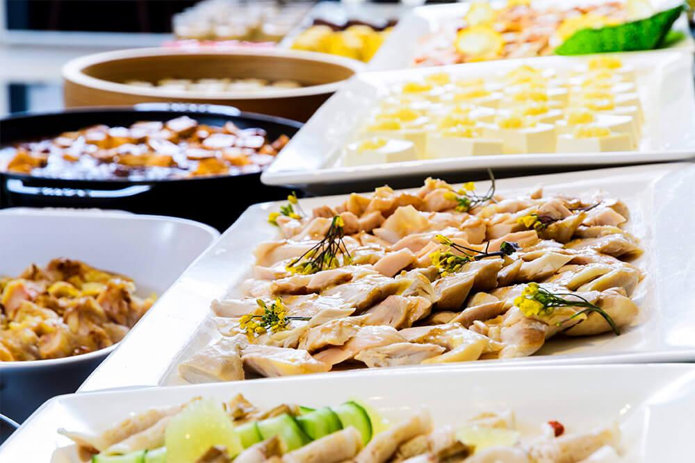 サラダ、前菜、デザートのオーダービュッフェ